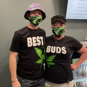 """Brett and Shelly pose together wearing """"best buds"""" shirts"""